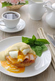 Eggs (poached) with ham on a bun sauce Royalty Free Stock Images