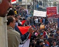 Egipcios que piden la dimisión de Mubarak Fotografía de archivo libre de regalías