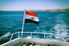 Egipcjanin flaga na jachtu pokładzie Zdjęcia Royalty Free