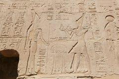 Egipscy hieroglify w Przedpogrzebowej świątyni Seti I, Luxor, Egipt fotografia royalty free