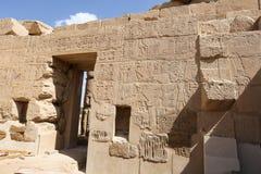 Egipscy hieroglify w Przedpogrzebowej świątyni Seti I, Luxor, Egipt zdjęcie stock
