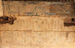 Egipscy hieroglify w Przedpogrzebowej świątyni Seti I, Luxor, Egipt obraz royalty free