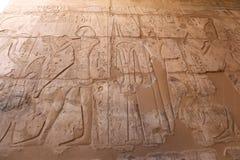 Egipscy hieroglify w Przedpogrzebowej świątyni Seti I, Luxor, Egipt zdjęcia stock