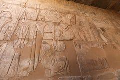 Egipscy hieroglify w Przedpogrzebowej świątyni Seti I, Luxor, Egipt obraz stock