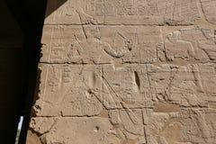 Egipscy hieroglify w Przedpogrzebowej świątyni Seti I, Luxor, Egipt fotografia stock