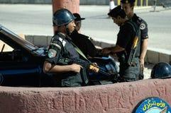 Egipski funkcjonariusza policji stojak na poczta Zdjęcia Stock