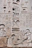 Egipski hieroglif na obelisku Fotografia Stock
