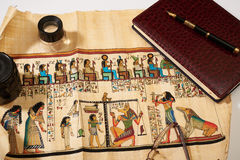 Egipski papirus, notepad, pióro, obiektyw Fotografia Royalty Free
