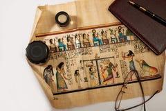 Egipski papirus rozwijający się na stole Obraz Royalty Free