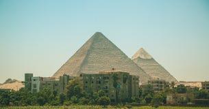Egipt, Kair; Sierpień 19, 2014 - Egipscy ostrosłupy w Kair Łuk świątynia Fotografia Royalty Free