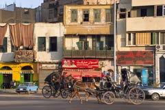 Egipt podróż, Egipski miasteczko, ludzie zdjęcia royalty free