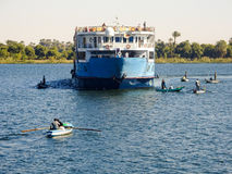 Egipt statek wycieczkowy jest & x22; pod attack& x22; wiele rzeczni handlowowie fotografia stock
