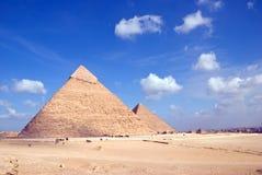 Egipt. Widok Hefren i Cheops ostrosłupy. Zdjęcie Stock
