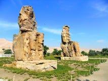 Egipto, África del Norte, los colosos de Memnon, Thebes, ciudad de Luxo Foto de archivo