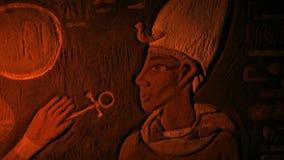Egipto antiguo pintó la pared Art Lit Up With Torch almacen de video