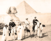 Egipto, esfinge, pirámides, con los turistas 1880 fotos de archivo