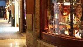 EGIPTO, SINAI SUL, SHARM EL SHEIKH, O 28 DE NOVEMBRO DE 2016: Montra bonita Quadrado de Soho Lojas com os bens asiáticos em Soho vídeos de arquivo