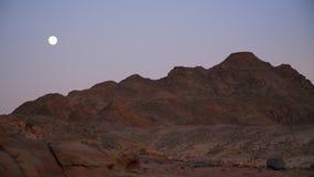 Egito um por do sol do deserto na garganta colorida vídeos de arquivo