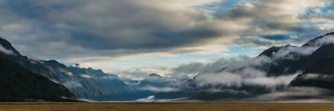 Eglintonvallei, mening langs de manier van milfordweg in Nieuw Zeeland stock foto