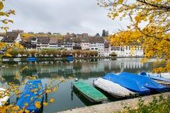 Eglisau in Fluss Rhein in der Schweiz Lizenzfreie Stockfotografie