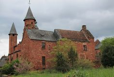 Eglise-Saint Pierre, Collonges-La-Rouge (Frankreich) Stockbilder