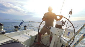 Żeglować na żagiel łodzi