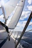 Jacht na błękitnym morzu Zdjęcie Stock