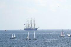 Żeglowań naczyń otwarte morze Zdjęcia Stock