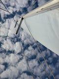 Żeglować z chmurami Zdjęcia Stock