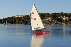 Żeglowania DN iceboat przy wysoką prędkością Zdjęcia Royalty Free