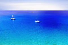 Żeglowanie łódź przy otwartym morzem, Grecja Zdjęcia Stock