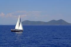 Żeglowanie łódź w Ionian morzu Grecja Obrazy Royalty Free