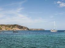 Żeglowanie łódź w Menorca Hiszpania Obrazy Stock