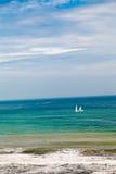 Żeglowanie łodzi jacht na morzu Obraz Royalty Free