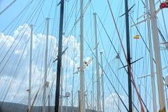 Żeglowanie łodzi słupy Zdjęcia Stock