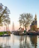 Żeglowanie łodzie w historycznym morskim miasteczku Hoorn w Północnym Obrazy Royalty Free
