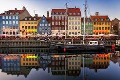 Żeglowanie łodzie w Nyhavn, Kopenhaga obraz royalty free