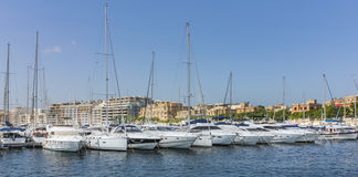 Żeglowanie łodzie zakotwiczają przy starym schronieniem w losie angeles Valletta Zdjęcia Royalty Free