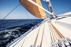 Żeglowanie jacht na rasie Zdjęcia Stock