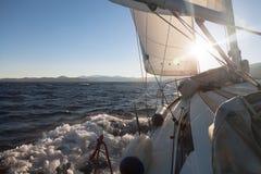 Żeglowanie jacht na rasie Zdjęcie Royalty Free