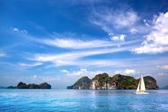 Sceniczna tropikalna wyspa w ocean indyjski Obraz Royalty Free