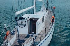 Żeglowanie jacht W Lazurowym Dennej podróży rejsu wody transportu pojęciu Obraz Royalty Free