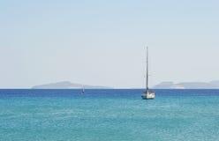 Żeglowanie jacht w morzu Zdjęcie Stock