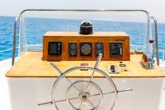Żeglowanie jachtu kontrolny koło i nawigaci narzędzie Zdjęcia Stock