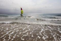 Żeglowanie jachtu plaży ocean Fotografia Stock