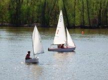 Żeglowanie jachty na rzece Zdjęcie Royalty Free