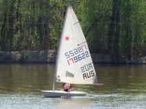 Żeglowanie jachty na rzece Fotografia Stock