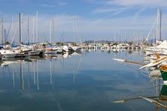 Żeglowanie jachty w Alghero Marina, Sardinia, Włochy Fotografia Stock