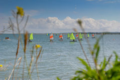 Żeglowanie lekcje w małych łódkach fotografia stock