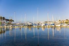 Żeglowanie łodzie przy golden gate jachtu klubem w San Fransisco Obraz Stock